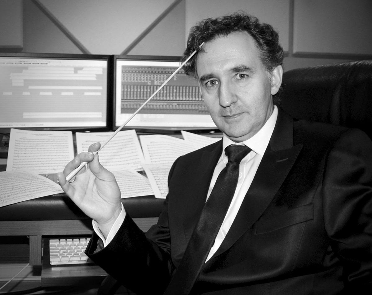 Director de orquesta en estudio de grabación